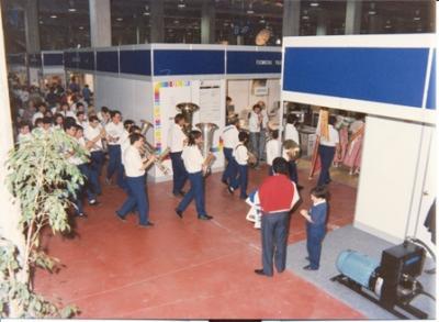 20101228233609-copia-de-66-feria-intern-de-valencia-8-maig-1988-pasacarrer-dia-de-gata.jpg