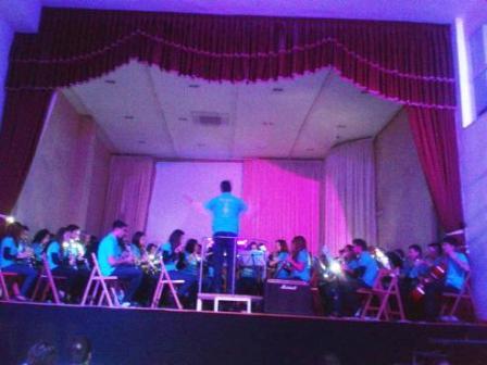 20130302211911-concert1.jpg
