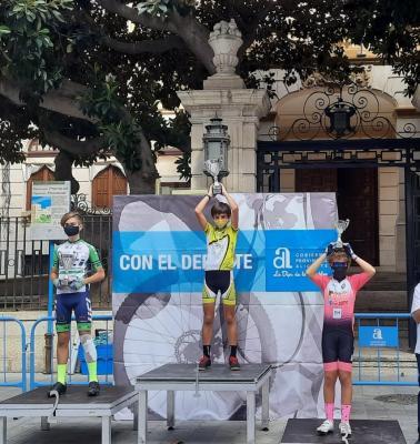 20200922132933-podium.jpg